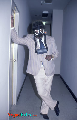 Photo of fight promoter Don King in a gas mask