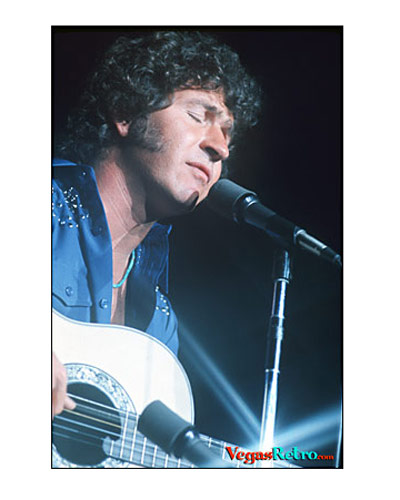 Mac Davis on the Las Vegas stage