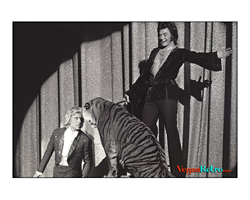 Photo Siegfried & Roy on stage at the MGM Grand in 1975