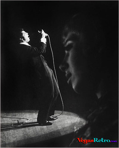 Photo of Tom Jones on stage in Las Vegas 1968
